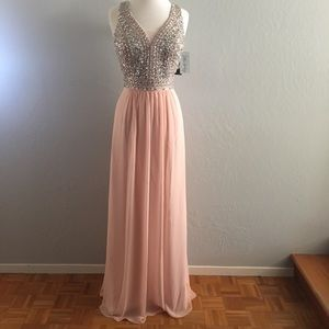 Elegant Formal Evening Prom gown by Faviana